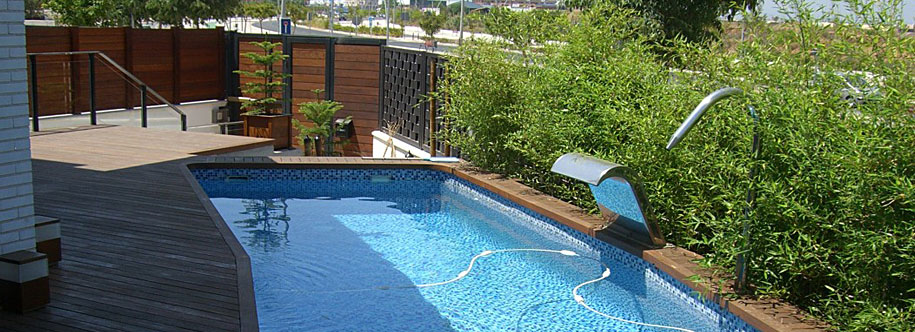 Tarimas de exterior for Diseno jardin con piscina